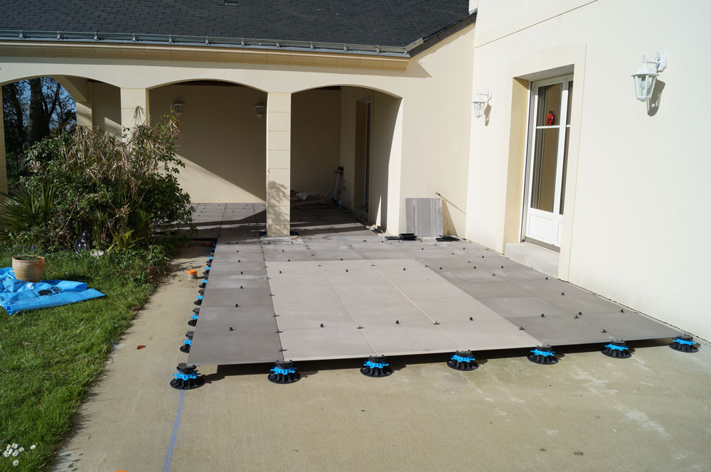 Poser du carrelage exterieur sur plot for Revetement sol a poser sur carrelage